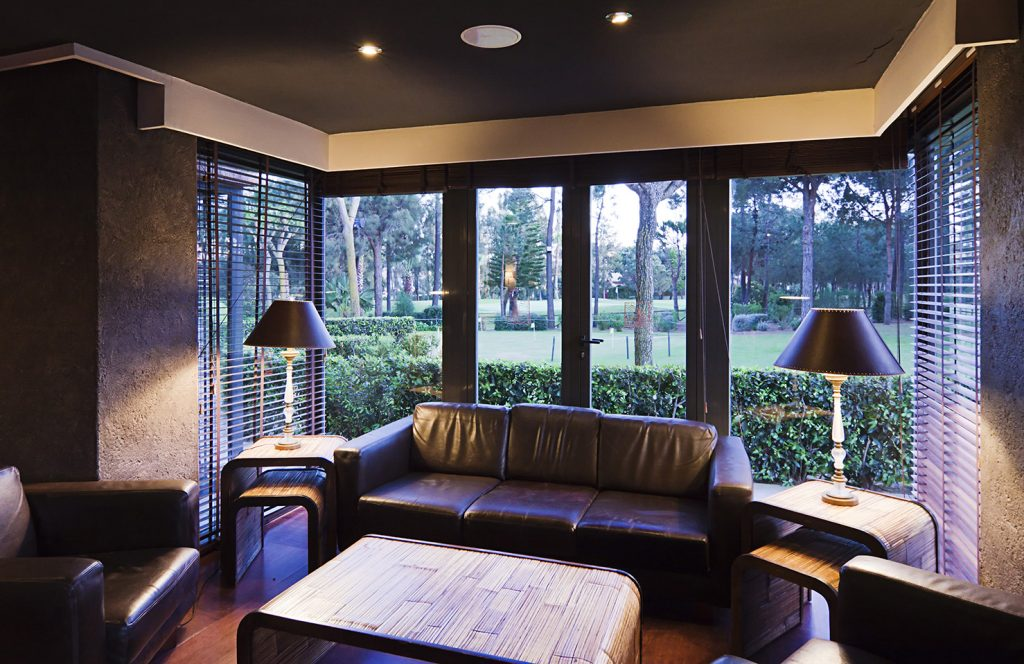 https://golftravelpeople.com/wp-content/uploads/2019/04/Islantilla-Golf-Resort-Hotel-Bars-Restaurants-22-1024x664.jpg