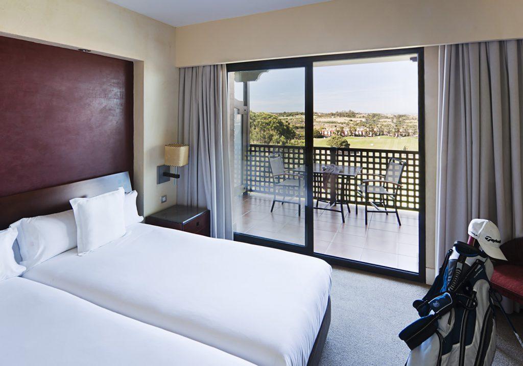 https://golftravelpeople.com/wp-content/uploads/2019/04/Islantilla-Golf-Resort-Hotel-Bedrooms-18-1024x717.jpg