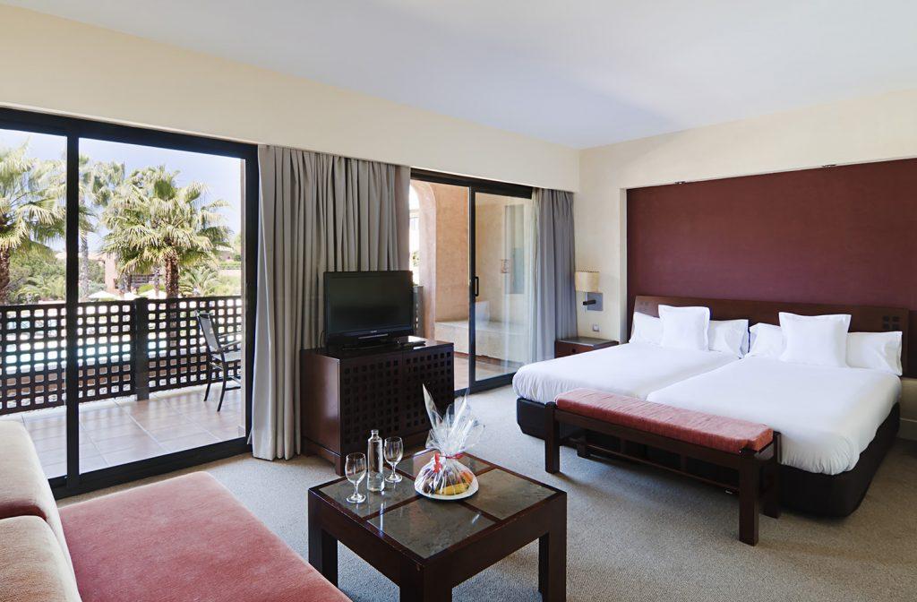 https://golftravelpeople.com/wp-content/uploads/2019/04/Islantilla-Golf-Resort-Hotel-Bedrooms-19-1024x672.jpg
