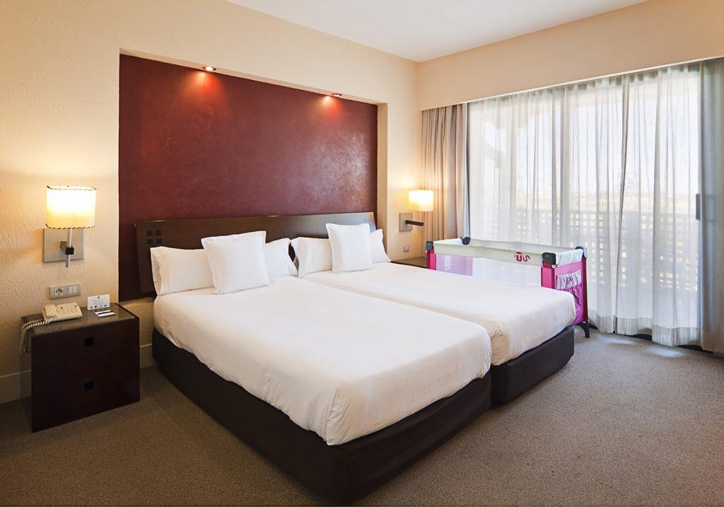 https://golftravelpeople.com/wp-content/uploads/2019/04/Islantilla-Golf-Resort-Hotel-Bedrooms-6-1024x717.jpg