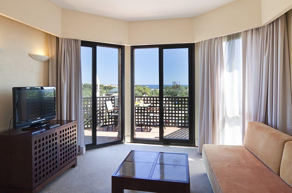 https://golftravelpeople.com/wp-content/uploads/2019/04/Islantilla-Golf-Resort-Hotel-Bedrooms-8-1024x675.jpg