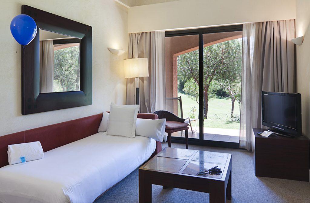 https://golftravelpeople.com/wp-content/uploads/2019/04/Islantilla-Golf-Resort-Hotel-Bedrooms-9-1024x672.jpg