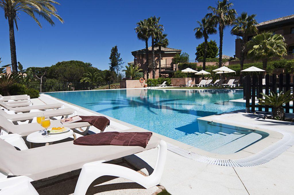 https://golftravelpeople.com/wp-content/uploads/2019/04/Islantilla-Golf-Resort-Hotel-Swimming-Pools-1-1024x679.jpg