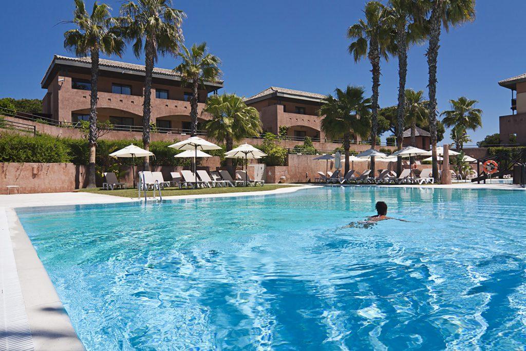 https://golftravelpeople.com/wp-content/uploads/2019/04/Islantilla-Golf-Resort-Hotel-Swimming-Pools-2-1024x683.jpg