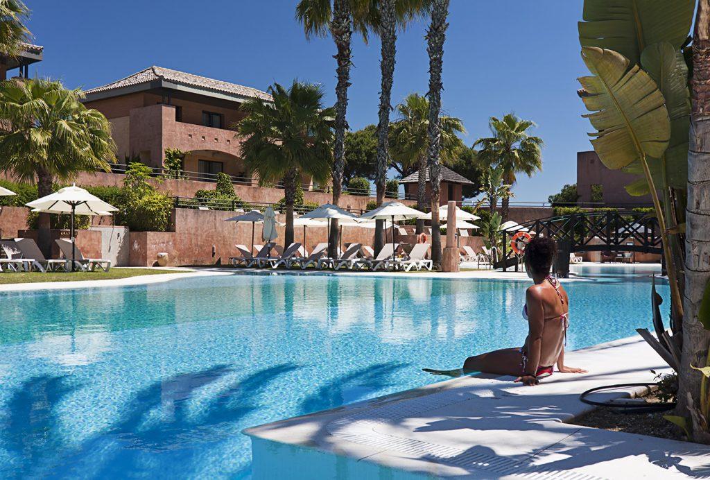 https://golftravelpeople.com/wp-content/uploads/2019/04/Islantilla-Golf-Resort-Hotel-Swimming-Pools-3-1024x692.jpg
