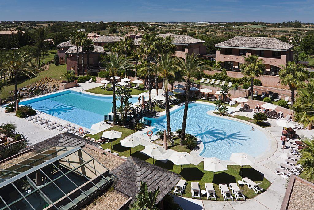 https://golftravelpeople.com/wp-content/uploads/2019/04/Islantilla-Golf-Resort-Hotel-Swimming-Pools-5-1024x687.jpg