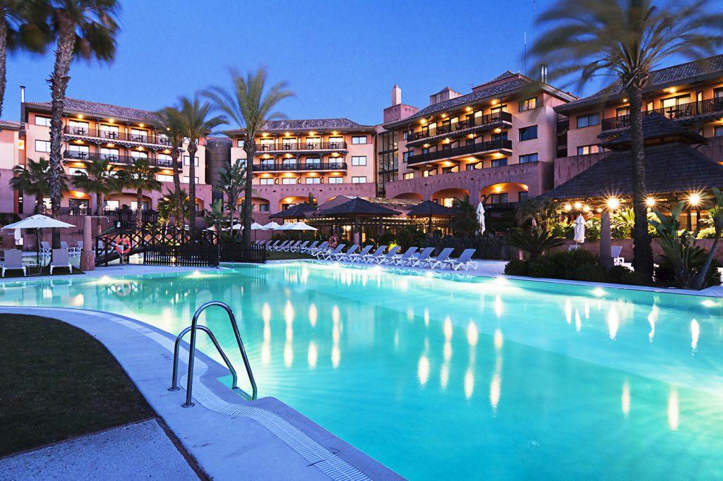 https://golftravelpeople.com/wp-content/uploads/2019/04/Islantilla-Golf-Resort-Hotel-Swimming-Pools-7-1024x682.jpg