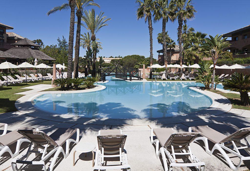 https://golftravelpeople.com/wp-content/uploads/2019/04/Islantilla-Golf-Resort-Hotel-Swimming-Pools-8-1024x701.jpg