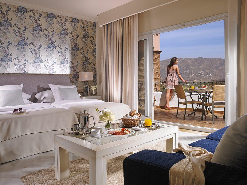 https://golftravelpeople.com/wp-content/uploads/2019/04/La-Cala-Resort-New-9-1024x769.jpg