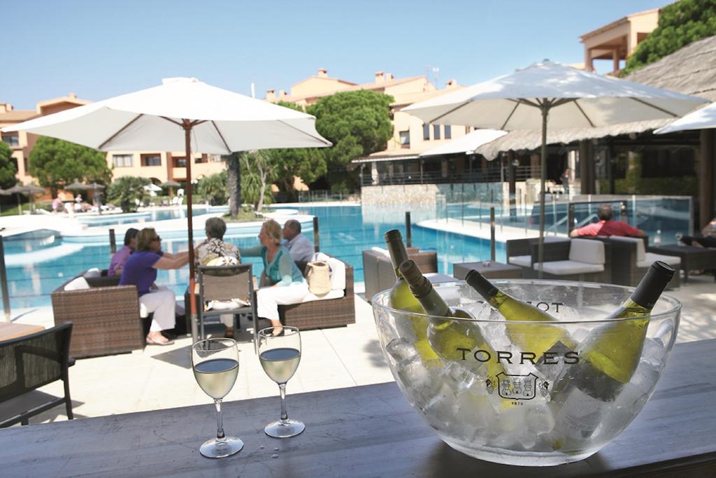 https://golftravelpeople.com/wp-content/uploads/2019/04/La-Costa-Hotel-Golf-and-Beach-Resort-1.jpg