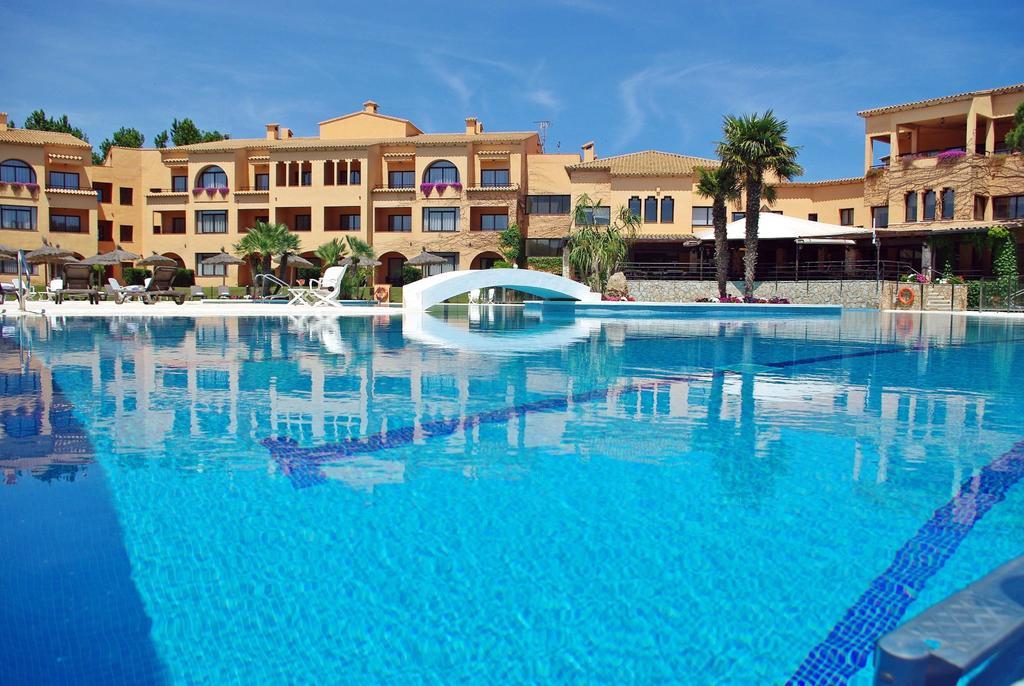 https://golftravelpeople.com/wp-content/uploads/2019/04/La-Costa-Hotel-Golf-and-Beach-Resort-2.jpg