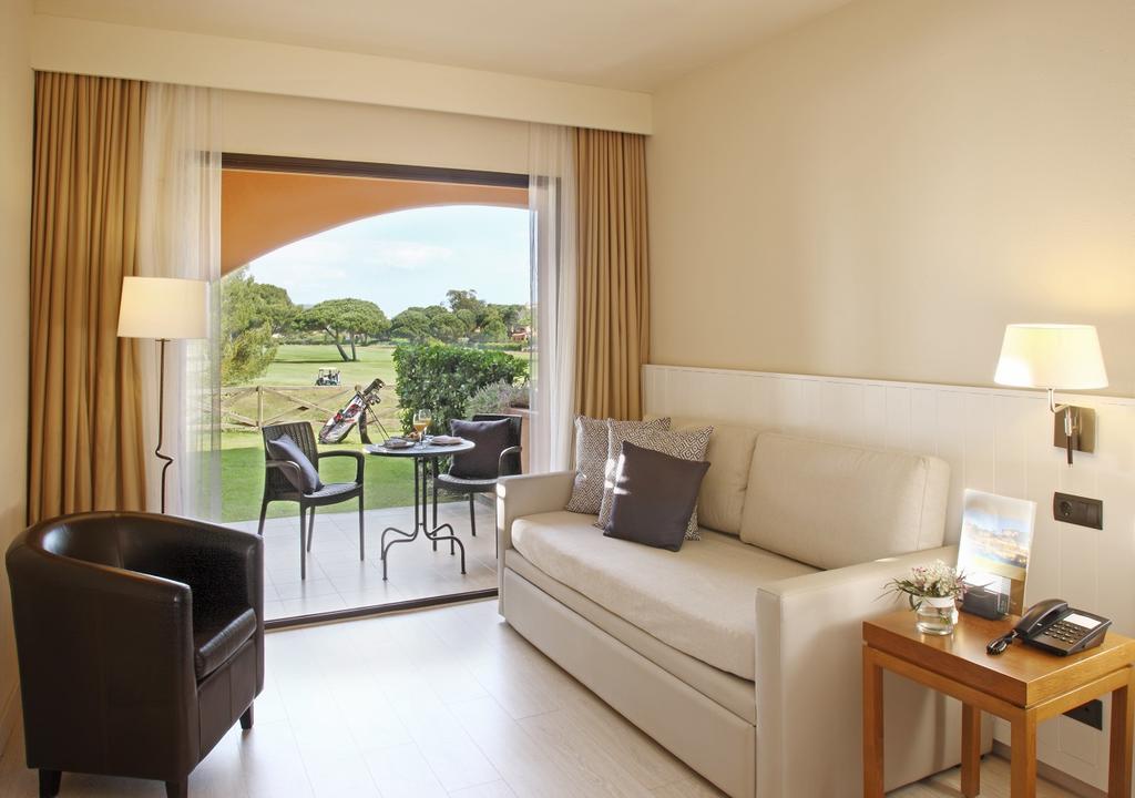 https://golftravelpeople.com/wp-content/uploads/2019/04/La-Costa-Hotel-Golf-and-Beach-Resort-Bedrooms-1.jpg