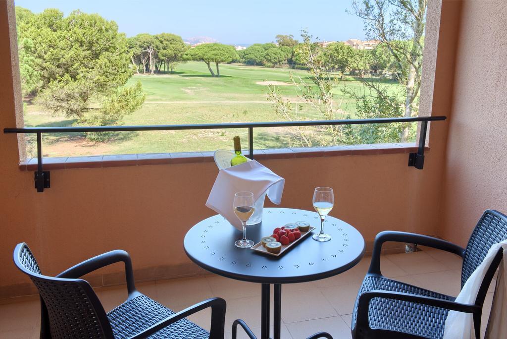 https://golftravelpeople.com/wp-content/uploads/2019/04/La-Costa-Hotel-Golf-and-Beach-Resort-Bedrooms-12.jpg