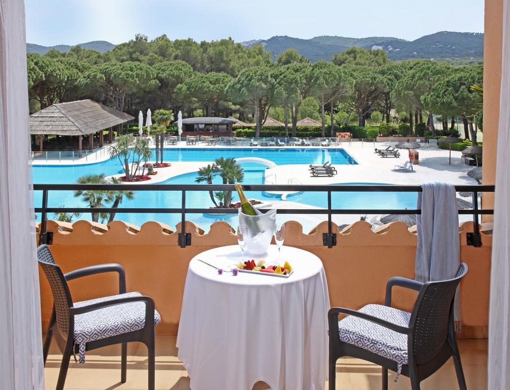 https://golftravelpeople.com/wp-content/uploads/2019/04/La-Costa-Hotel-Golf-and-Beach-Resort-Bedrooms-21.jpg