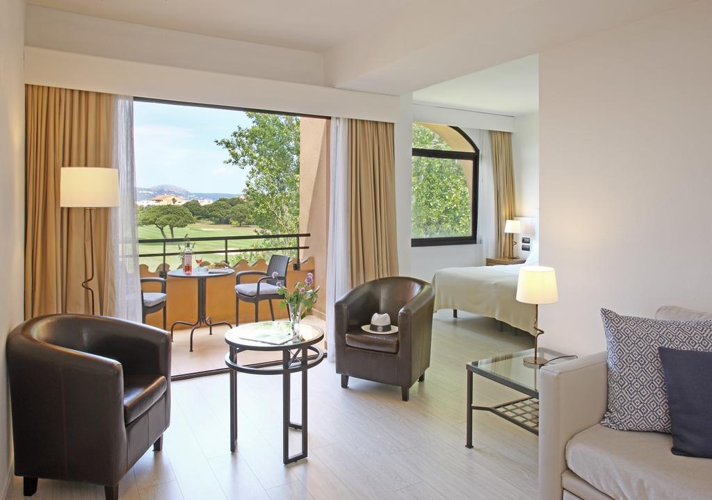 https://golftravelpeople.com/wp-content/uploads/2019/04/La-Costa-Hotel-Golf-and-Beach-Resort-Bedrooms-27.jpg