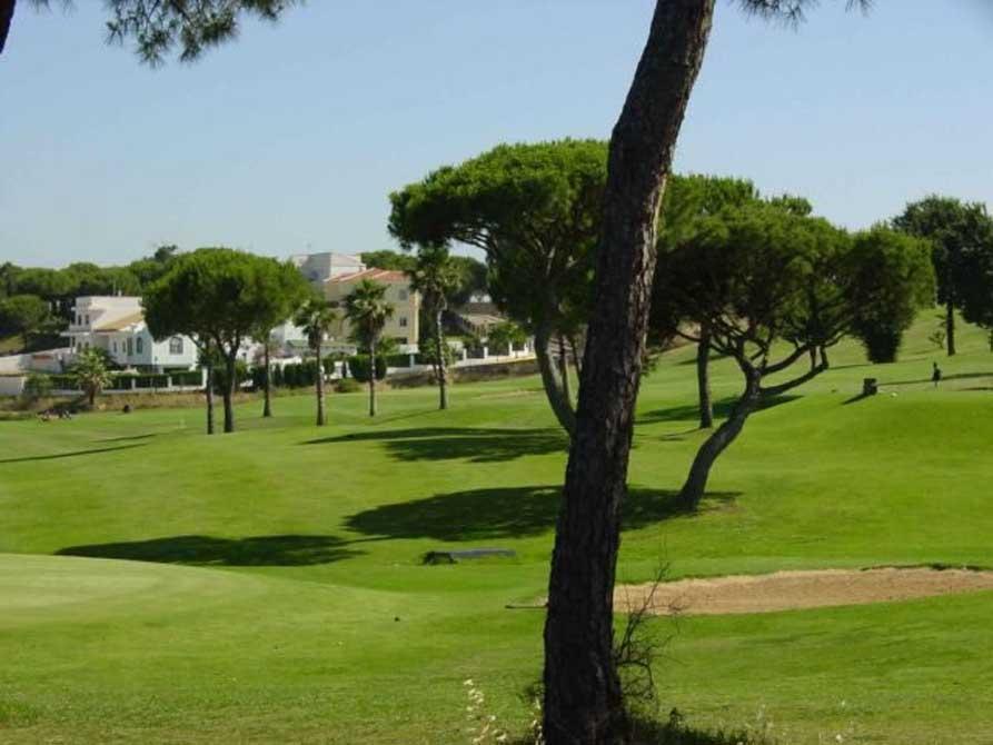 https://golftravelpeople.com/wp-content/uploads/2019/04/La-Monacilla-Golf-Club-2.jpg