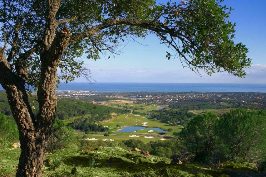 https://golftravelpeople.com/wp-content/uploads/2019/04/La-Reserva-de-Sotogrande-Golf-Club-2.jpg