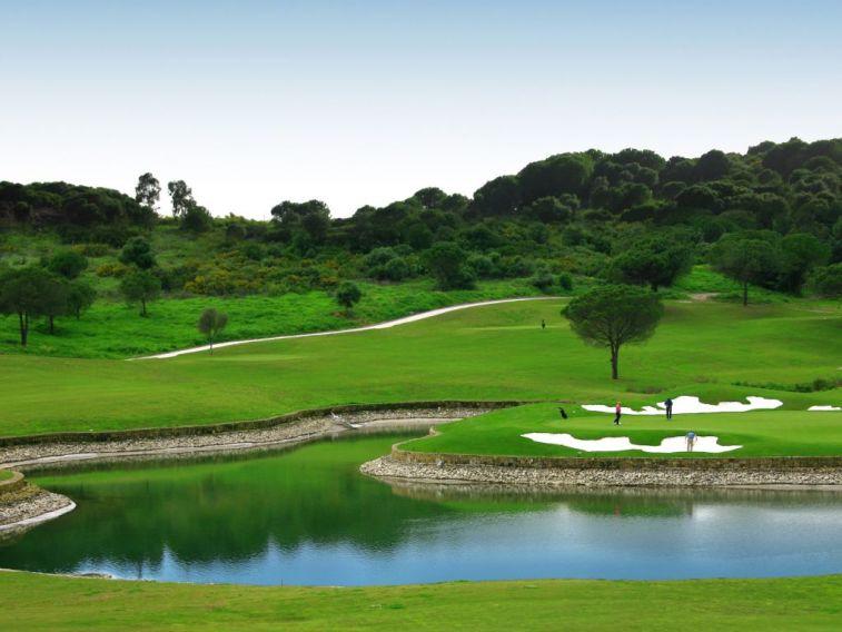 https://golftravelpeople.com/wp-content/uploads/2019/04/La-Reserva-de-Sotogrande-Golf-Club-5.jpg