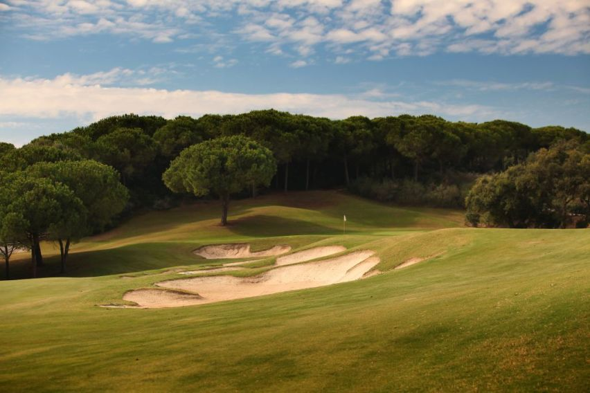 https://golftravelpeople.com/wp-content/uploads/2019/04/La-Reserva-de-Sotogrande-Golf-Club-6.jpg