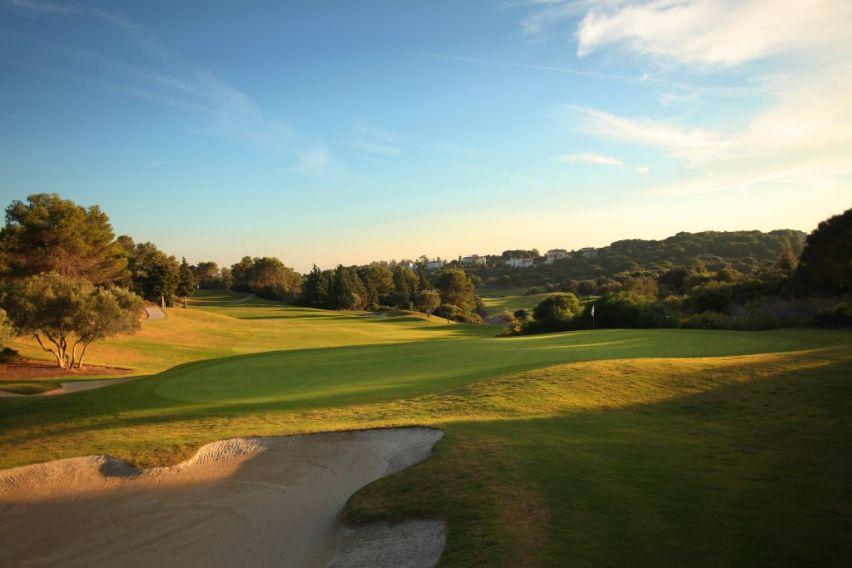 https://golftravelpeople.com/wp-content/uploads/2019/04/La-Reserva-de-Sotogrande-Golf-Club-7.jpg