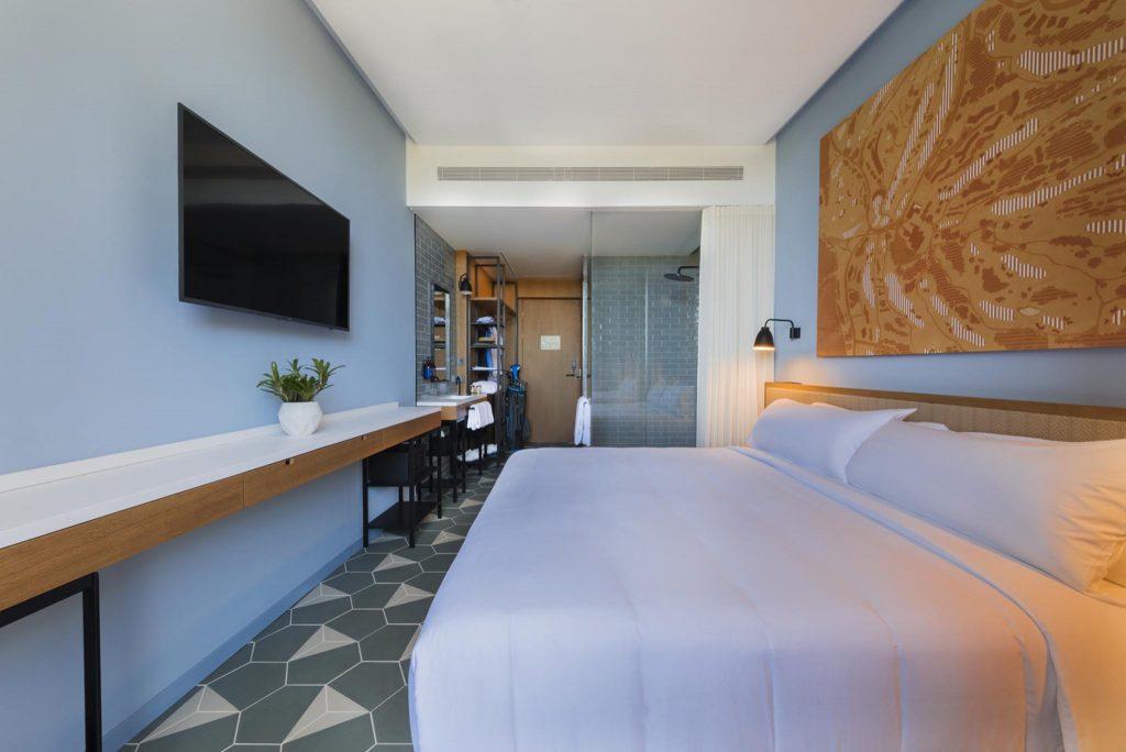 https://golftravelpeople.com/wp-content/uploads/2019/04/La-Vida-Hotel-Bedrooms-PGA-Catalunya-Resort-Girona-Costa-Brava-6-Copy-1024x684.jpg