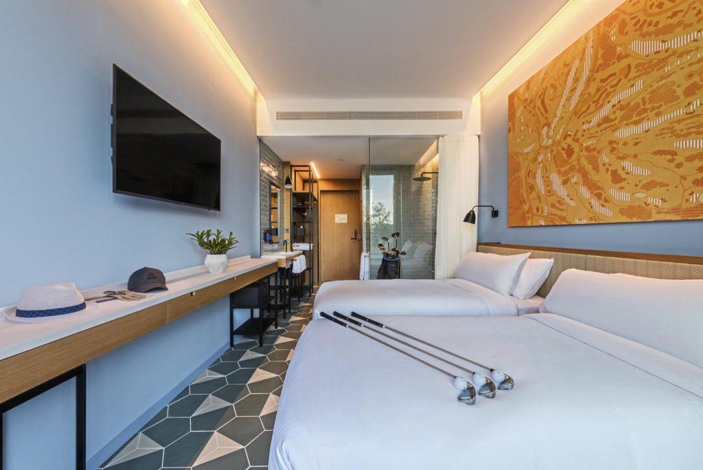 https://golftravelpeople.com/wp-content/uploads/2019/04/La-Vida-Hotel-Bedrooms-PGA-Catalunya-Resort-Girona-Costa-Brava-7-Copy-1024x684.jpg