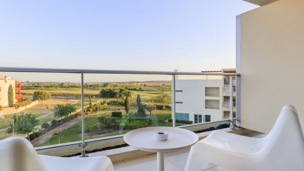 https://golftravelpeople.com/wp-content/uploads/2019/04/Laguna-Resort-Vilamoura-Rooms-Apartments-10-1024x576.jpg