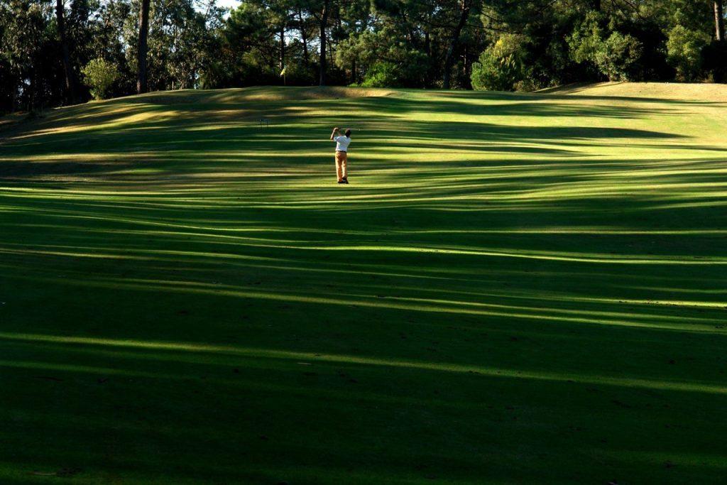 https://golftravelpeople.com/wp-content/uploads/2019/04/Lisbon-Sports-Club-5-1024x683.jpg