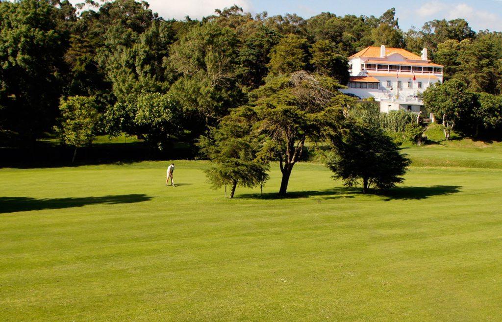 https://golftravelpeople.com/wp-content/uploads/2019/04/Lisbon-Sports-Club-8-1024x657.jpg