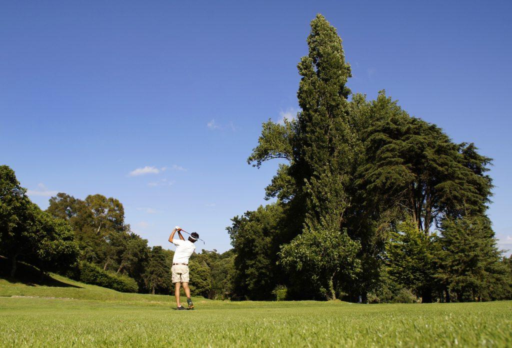 https://golftravelpeople.com/wp-content/uploads/2019/04/Lisbon-Sports-Club-9-1024x696.jpg
