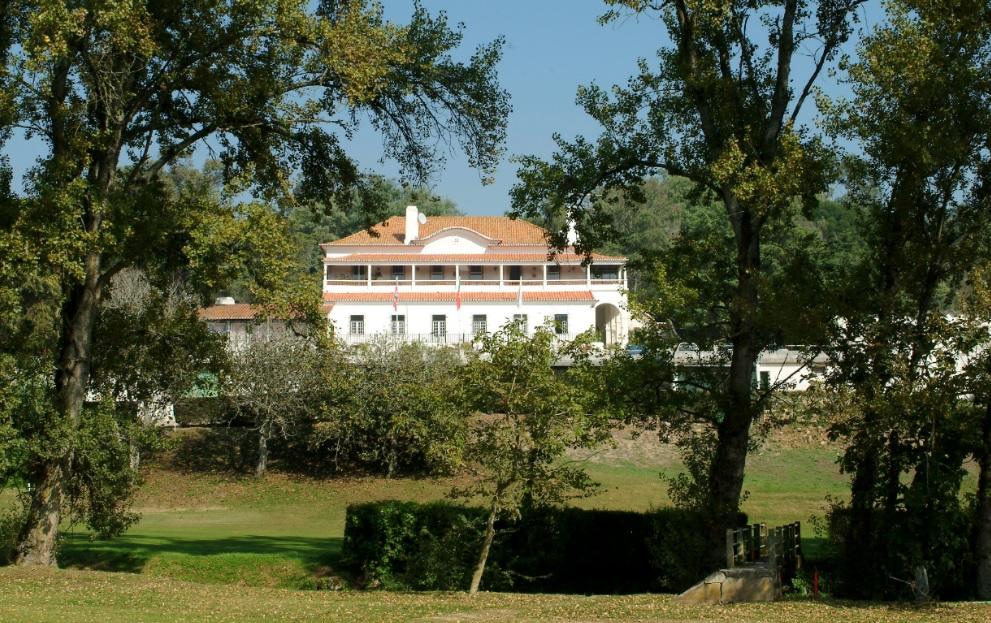 https://golftravelpeople.com/wp-content/uploads/2019/04/Lisbon-Sports-Club-New-1.jpg