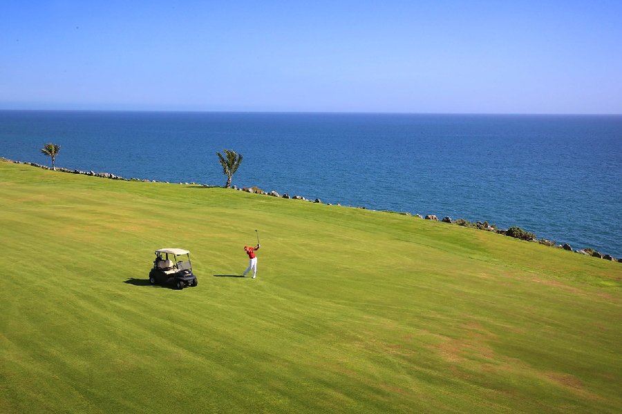 https://golftravelpeople.com/wp-content/uploads/2019/04/Lopesan-Meloneras-Golf-Gran-Canaria-10.jpg