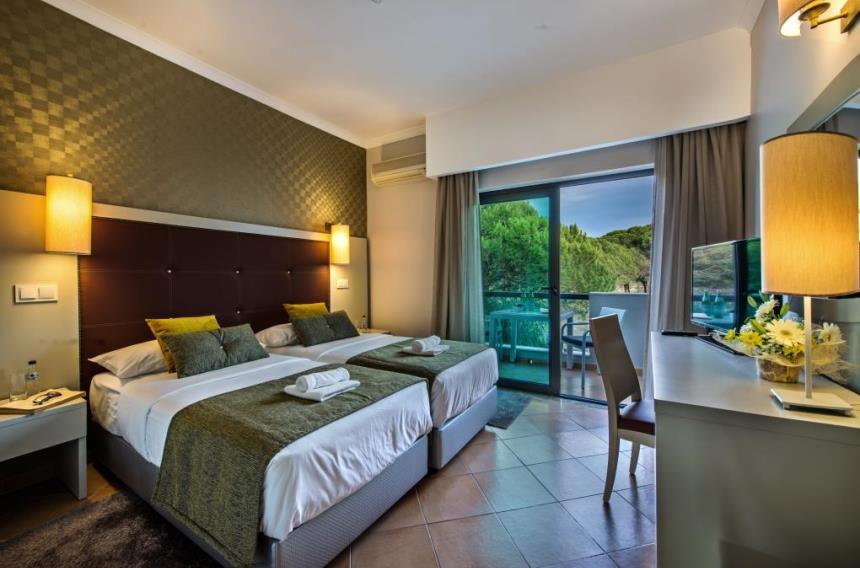 https://golftravelpeople.com/wp-content/uploads/2019/04/Magnolia-Hotel-Quinta-do-Lago-3.jpg