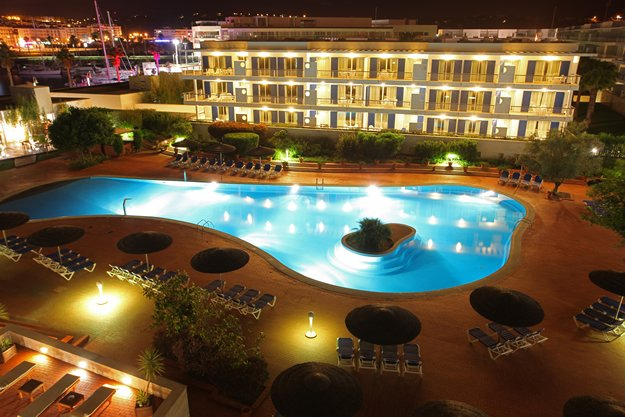 https://golftravelpeople.com/wp-content/uploads/2019/04/Marina-Club-Lagos-Resort-9-9.jpg
