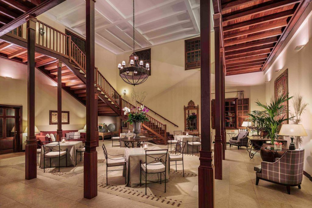 https://golftravelpeople.com/wp-content/uploads/2019/04/Melia-Hacienda-Del-Conde-LivingRoomCoro-1024x684.jpg