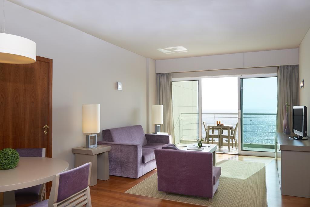https://golftravelpeople.com/wp-content/uploads/2019/04/Melia-Madeira-Mare-Funchal-Bedrooms-1-1024x683.jpg