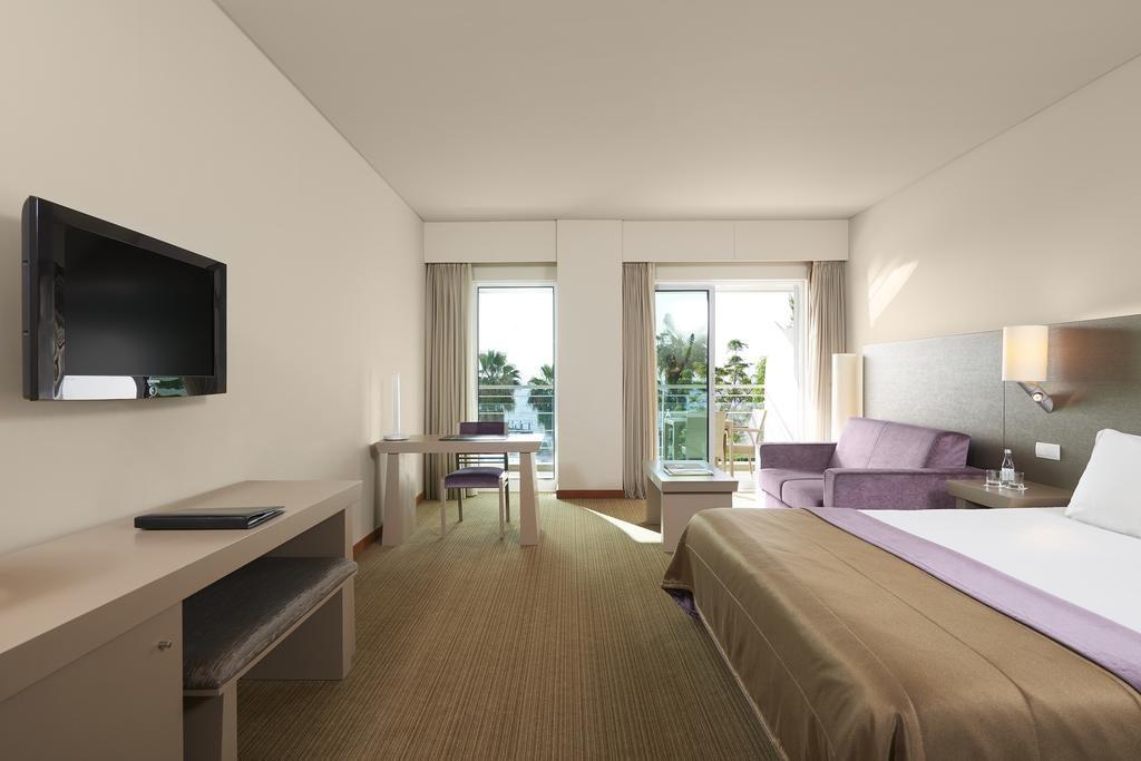 https://golftravelpeople.com/wp-content/uploads/2019/04/Melia-Madeira-Mare-Funchal-Bedrooms-11-1024x683.jpg