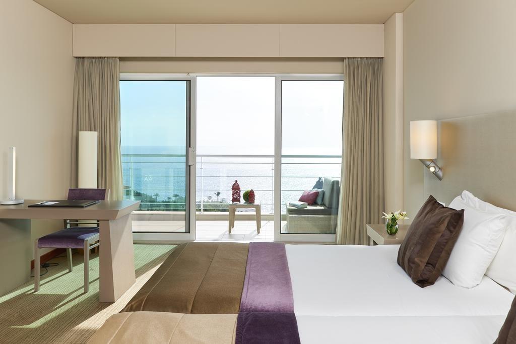 https://golftravelpeople.com/wp-content/uploads/2019/04/Melia-Madeira-Mare-Funchal-Bedrooms-16-1024x683.jpg
