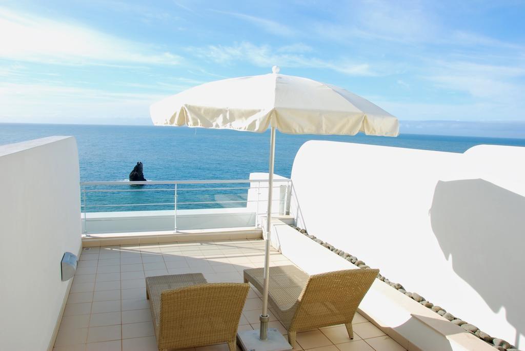 https://golftravelpeople.com/wp-content/uploads/2019/04/Melia-Madeira-Mare-Funchal-Bedrooms-4-1024x685.jpg
