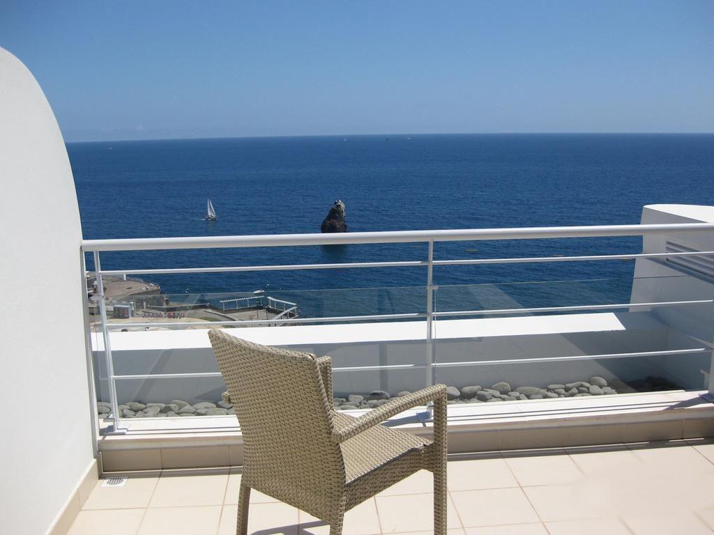 https://golftravelpeople.com/wp-content/uploads/2019/04/Melia-Madeira-Mare-Funchal-Bedrooms-5-1024x768.jpg