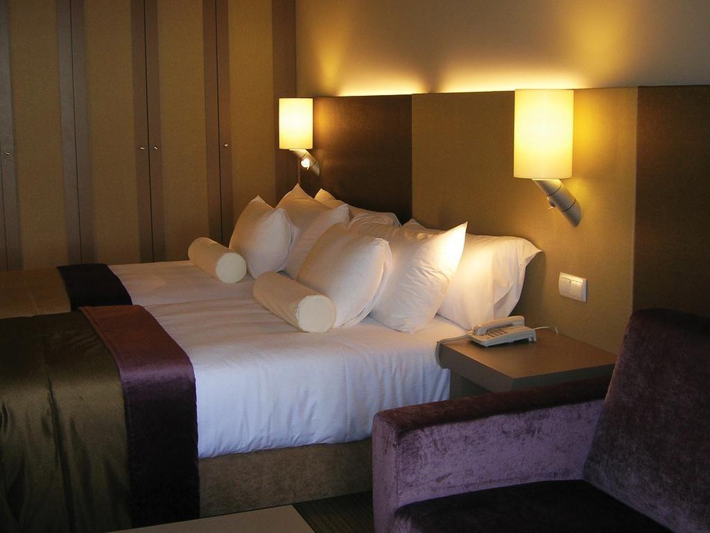 https://golftravelpeople.com/wp-content/uploads/2019/04/Melia-Madeira-Mare-Funchal-Bedrooms-6-1024x768.jpg