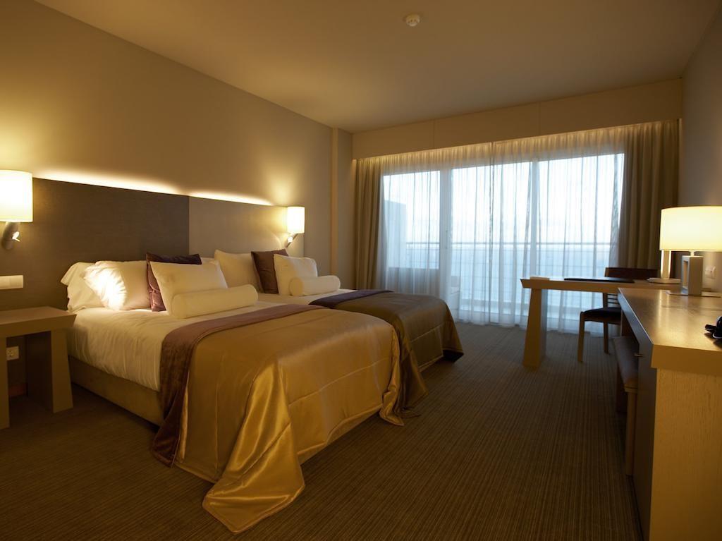 https://golftravelpeople.com/wp-content/uploads/2019/04/Melia-Madeira-Mare-Funchal-Bedrooms-7-1024x767.jpg