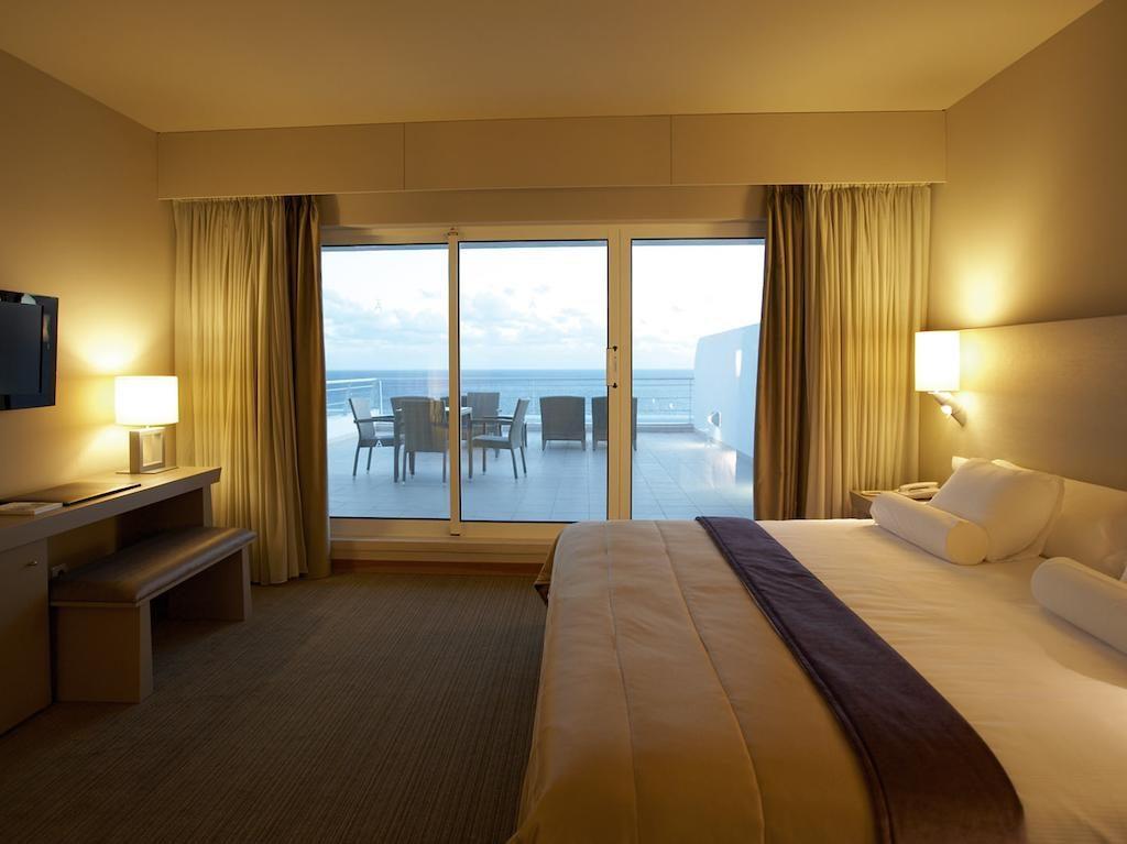 https://golftravelpeople.com/wp-content/uploads/2019/04/Melia-Madeira-Mare-Funchal-Bedrooms-8-1024x767.jpg