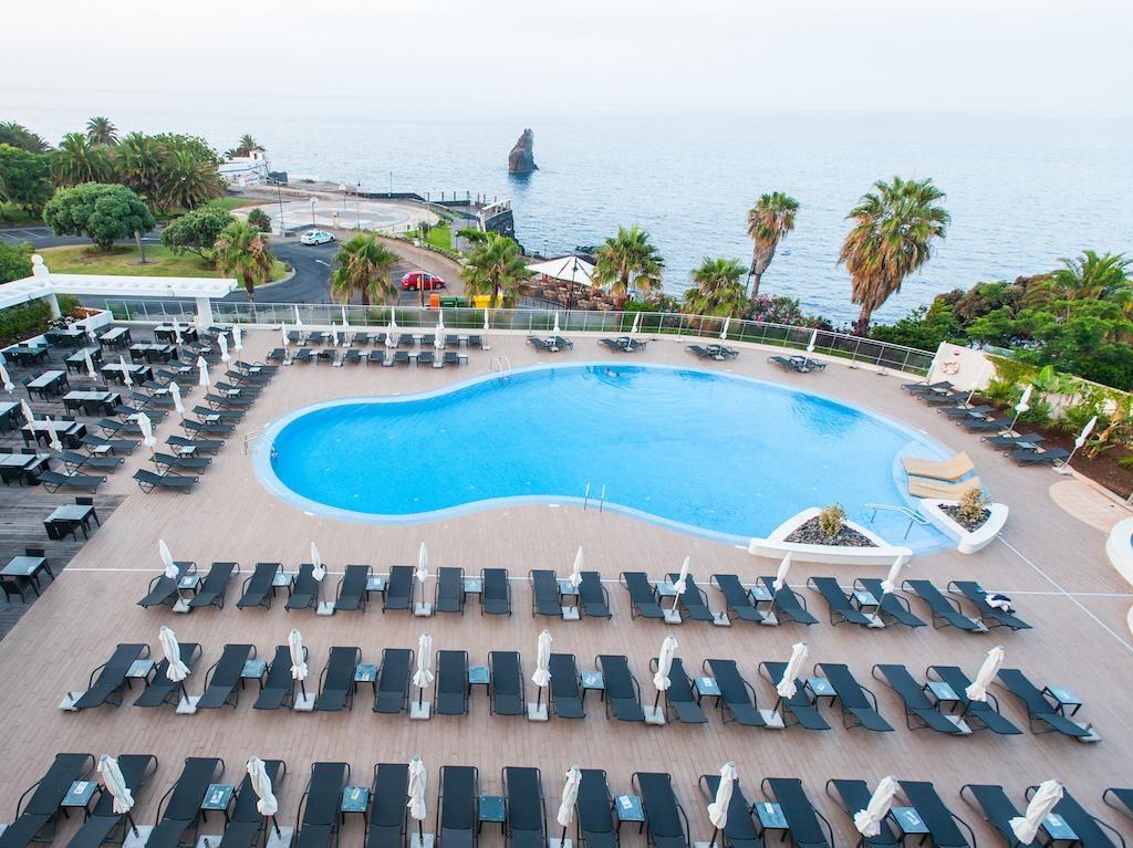https://golftravelpeople.com/wp-content/uploads/2019/04/Melia-Madeira-Mare-Funchal-Swimming-Pools-1-1024x767.jpg