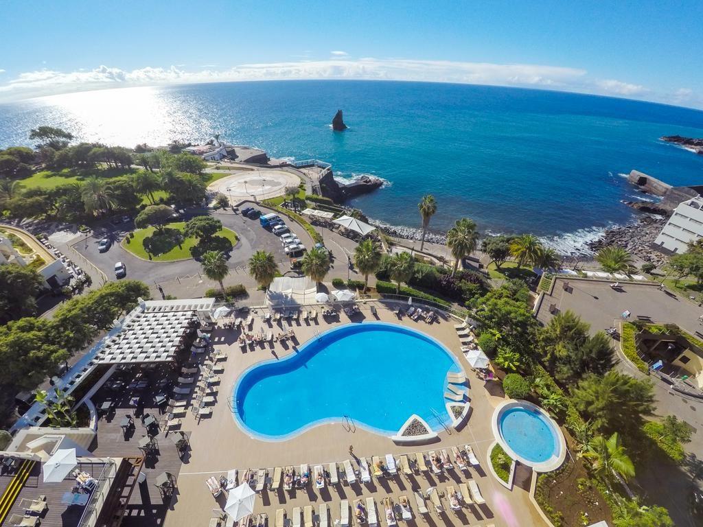 https://golftravelpeople.com/wp-content/uploads/2019/04/Melia-Madeira-Mare-Funchal-Swimming-Pools-2-1024x768.jpg