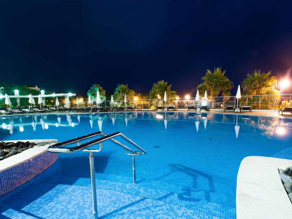 https://golftravelpeople.com/wp-content/uploads/2019/04/Melia-Madeira-Mare-Funchal-Swimming-Pools-5-1024x767.jpg