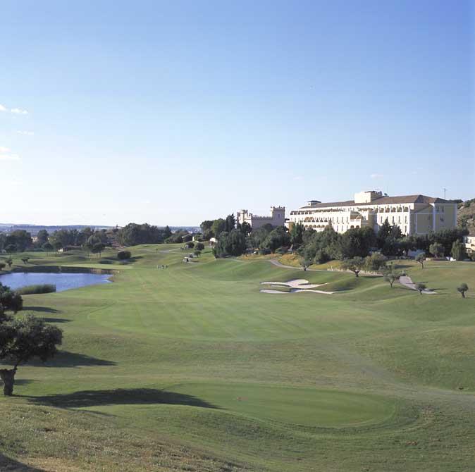 https://golftravelpeople.com/wp-content/uploads/2019/04/Montecastillo-Golf-Club-2.jpg