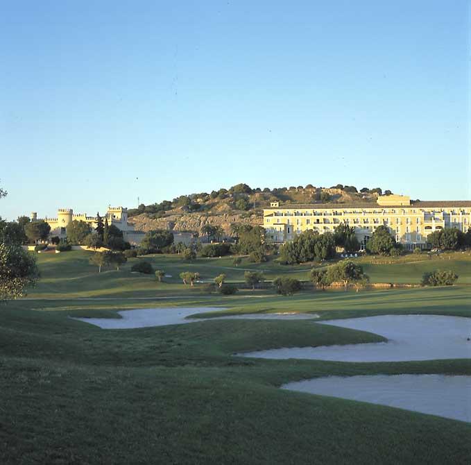 https://golftravelpeople.com/wp-content/uploads/2019/04/Montecastillo-Golf-Club-3.jpg