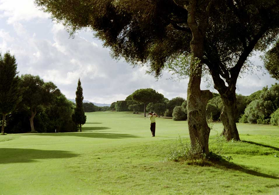https://golftravelpeople.com/wp-content/uploads/2019/04/Montenmedio-Golf-Club-1.jpg