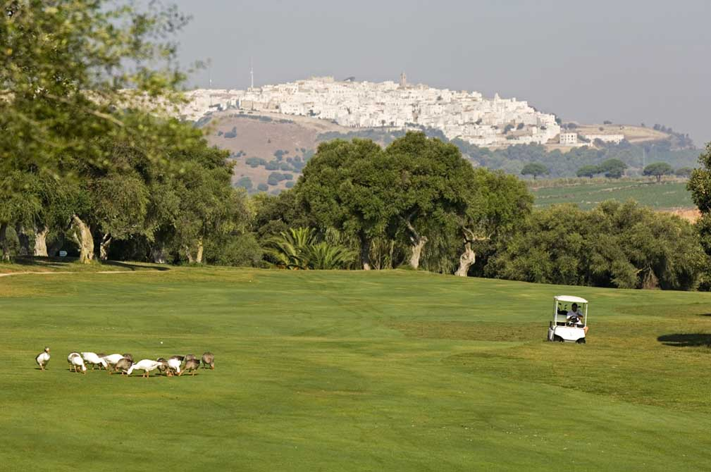 https://golftravelpeople.com/wp-content/uploads/2019/04/Montenmedio-Golf-Club-10.jpg
